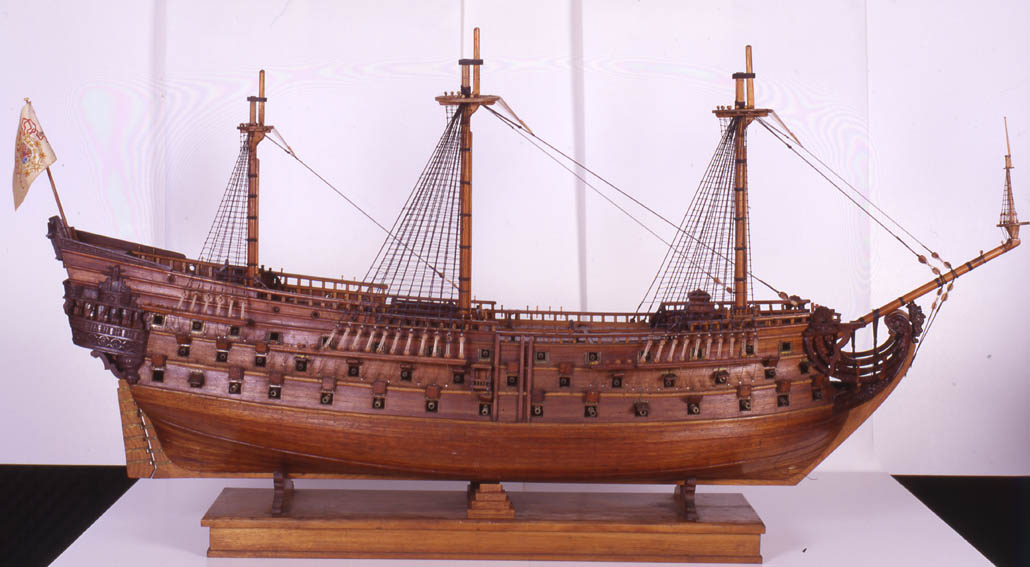 Model constructed in 1920 that represents this112-gun ship, built in the 18th century in Guarnizo (Cantabria), under the guidance of sailor, soldier and naval engineer Antonio de Gaztañeta. The model