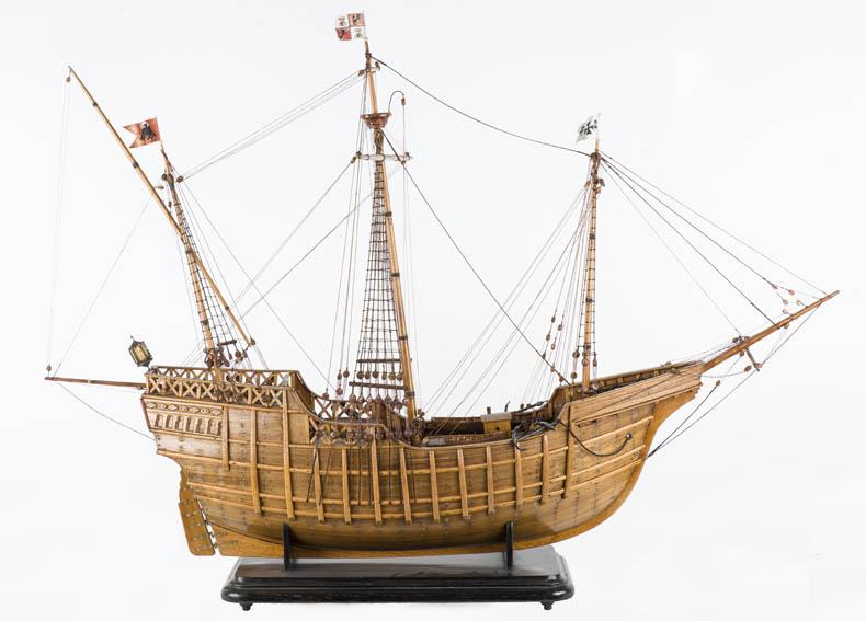 La Santa María fue la mayor de las embarcaciones que Cristóbal Colón utilizo en su viaje de 1942 a América. El propietario de esta fue Juan de la Costa. La Santa María fue la única embarcación que no