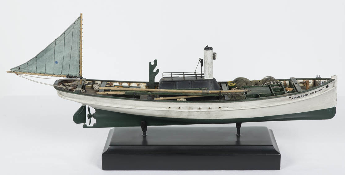 This model represents a typical Basque fishing boat from the beginning of the 20th century, just after adding steam to inland or costal fishing boats. These were small-sized, long and narrow craft, so