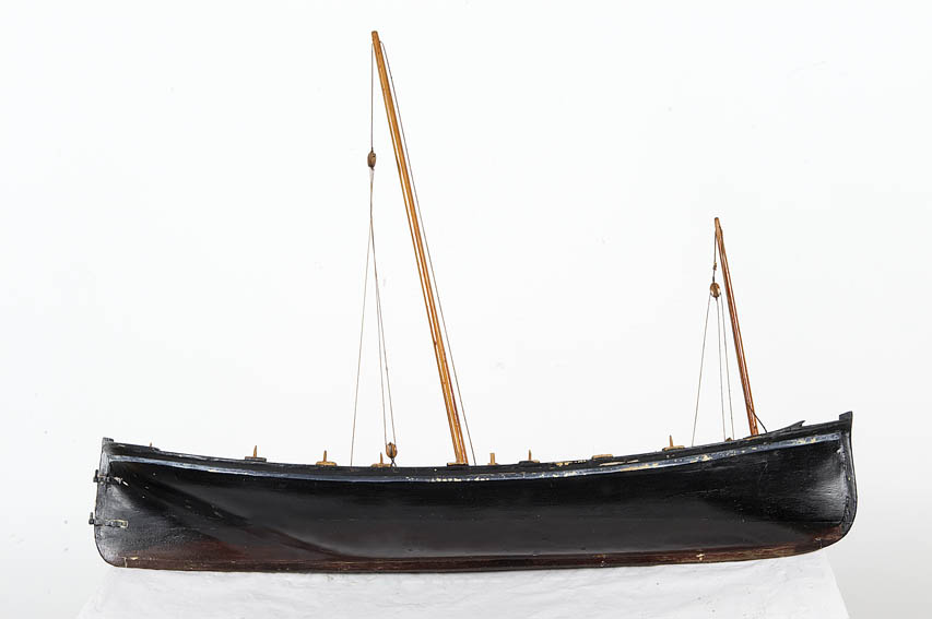 Model representing a roofless, 18th century fishing vessel, designed for rowing and sailing (lug) that was used forfishing for anchovy, sardine, bonito, hake and sea bream.