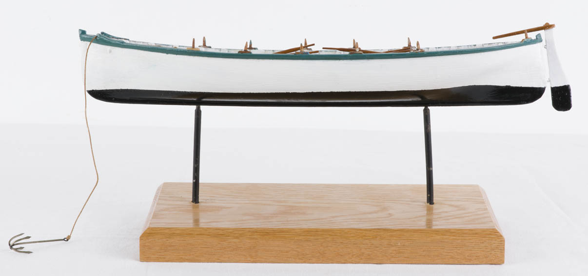 Scale model of a batel. Batels are a type of smaller vessel, dedicated to coastal fishing. They are oar-driven although they can also carry a mast, located at the front, depending on the wind.