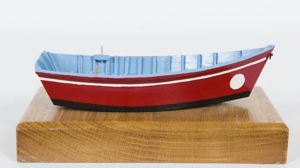 El chinchorro es un bote pequeño accionada a remo. Las embarcaciones pesca solían llevar a bordo uno para realizar tareas menores de apoyo.