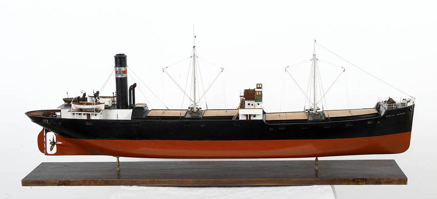 Steam merchant ship belonging to the Artaza shipyards. It was built in 1886 in Glasgow, specialisingin the transport of coal for almost 70 years. The chimney and the boilers are fully stern-based, mea