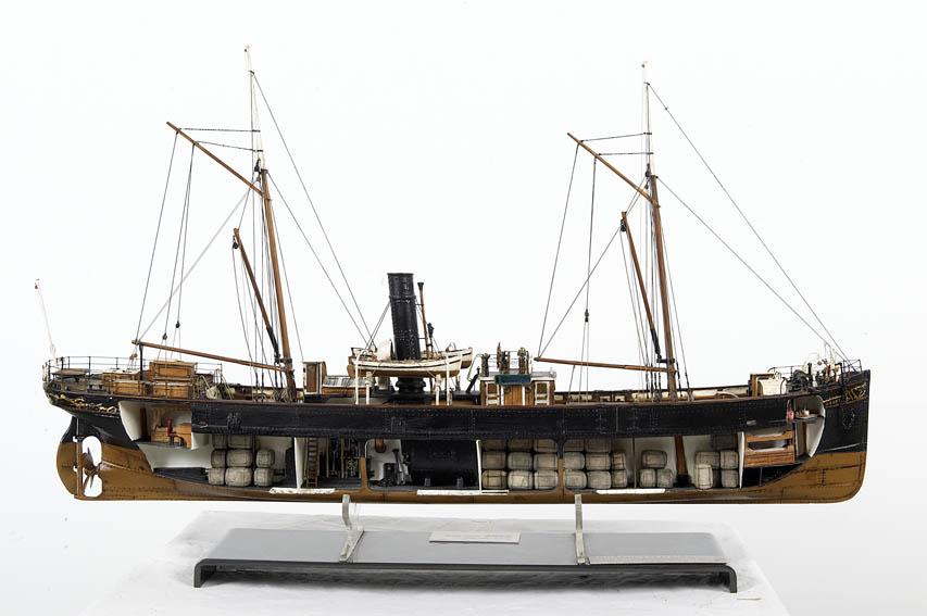Modelo a escala del buque a vapor