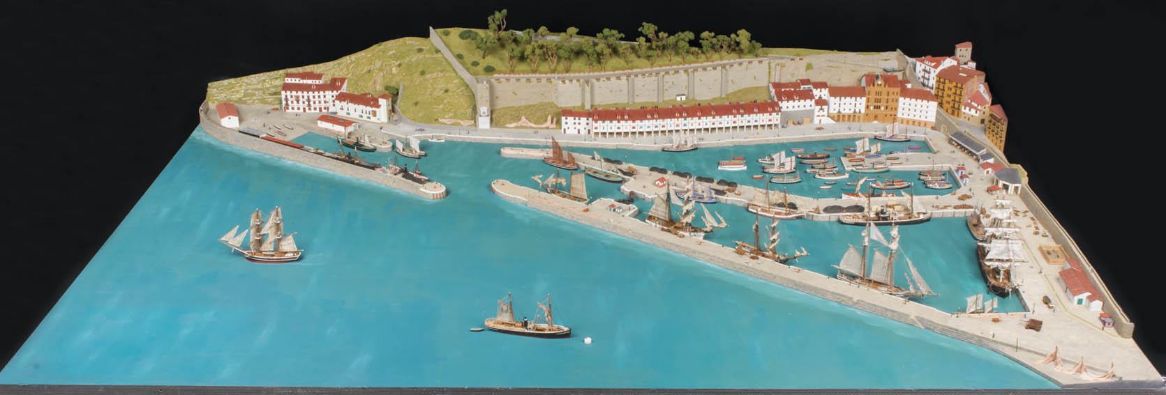 Diorama que recrea fielmente el puerto de San Sebastián, pudiéndose apreciar numerosos detalles constructivos del mismo a finales del siglo XIX.