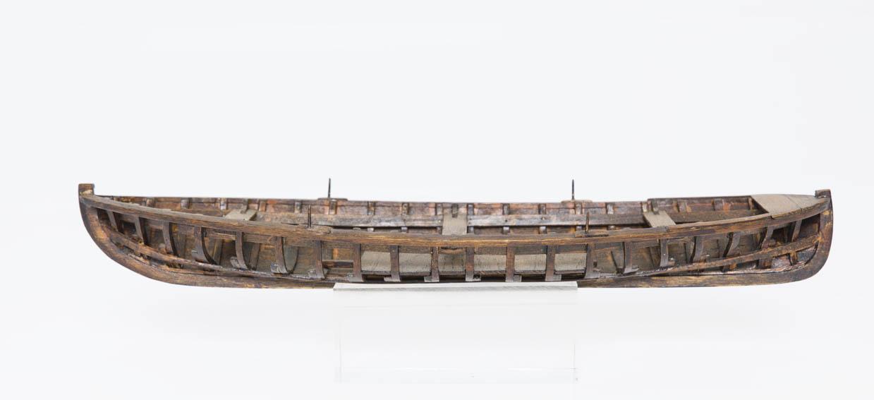 Los bateles son embarcaciones de remo y vela de pequeño tamaño de de entre 5 a 7 metros de longitud. Podían albergar a un grupo de remeros, de 4 a 6, más un patrón que gobernaba la espaldilla o remo-t