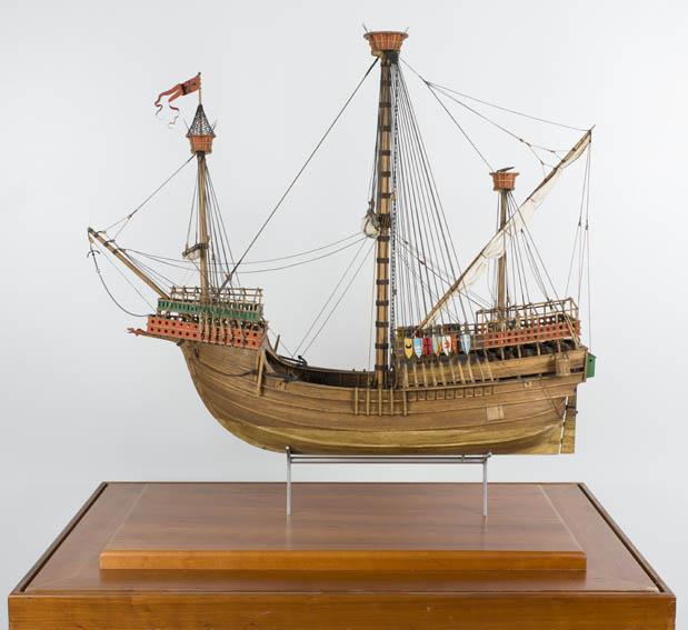Navío de vela redonda especializado en transporte de grandes cargas y travesías largas. Fue creado por los portugueses en el siglo XV, y tuvo gran desarrollo en los países meridionales de Europa. Fue