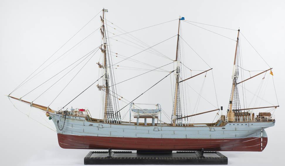 Esta embarcación, construida en 1893 en los astilleros Craig and Taylor & Co., en Thornaby on Tees (Inglaterra), perteneció a la casa armadora L. Mercader y Vda. de Londaiz. Fue el primer petrolero a