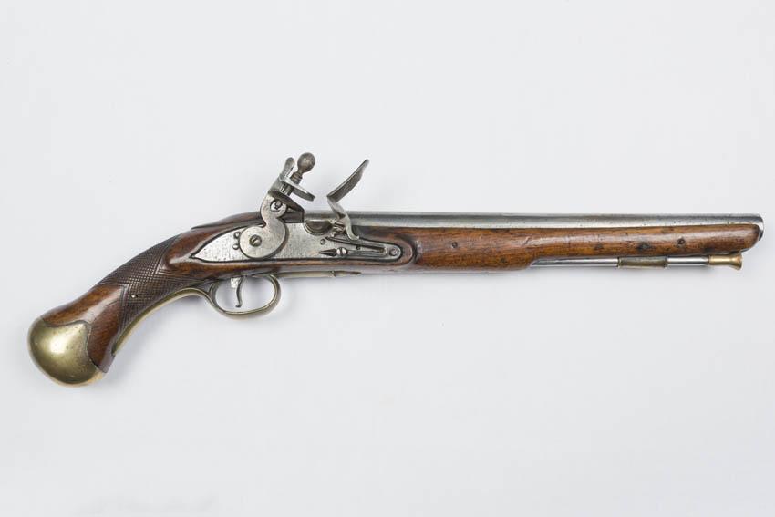 Pistola de chispa de madera, acero y latón, modelo 1756 de cañón largo y calibre 25, empleada para el servicio naval de finales del siglo XVIII.