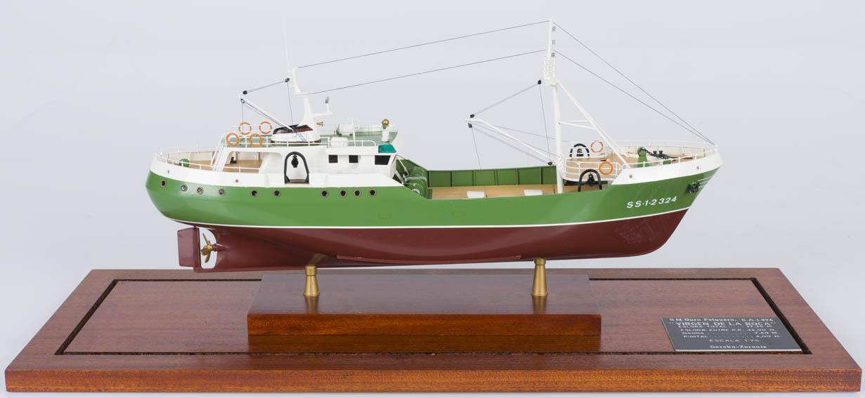 Modelo a escala del buque arrastrero
