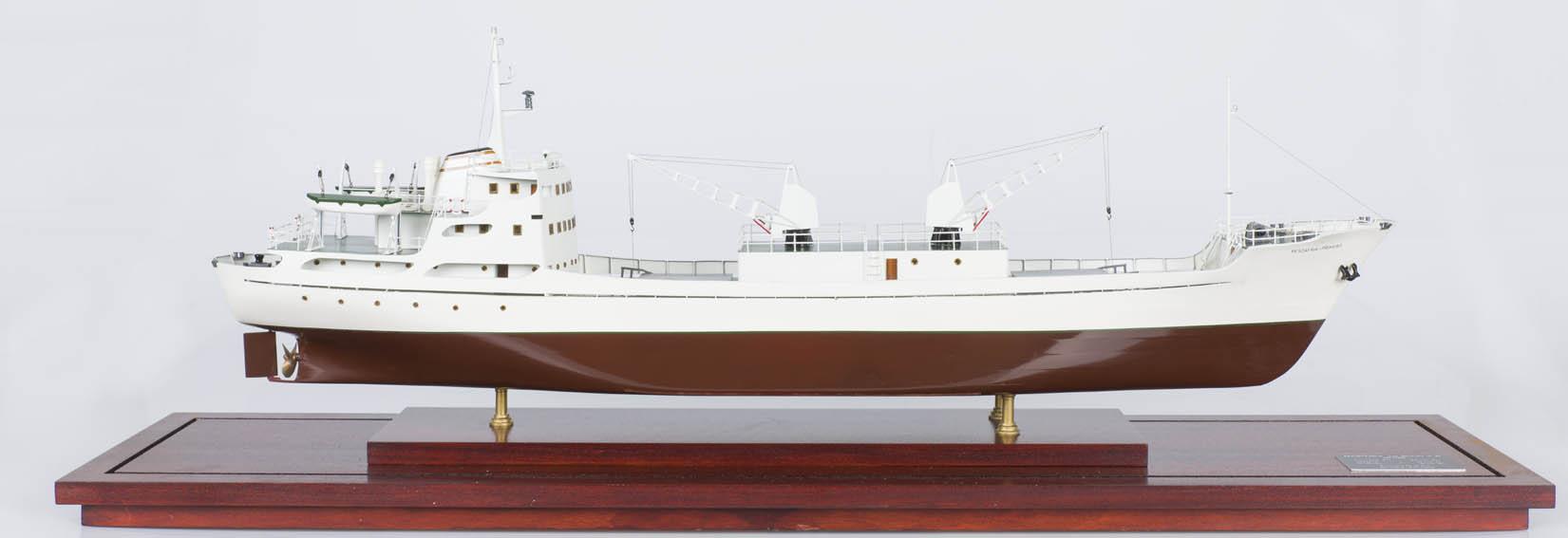 Modelo a escala del buque frigorífico